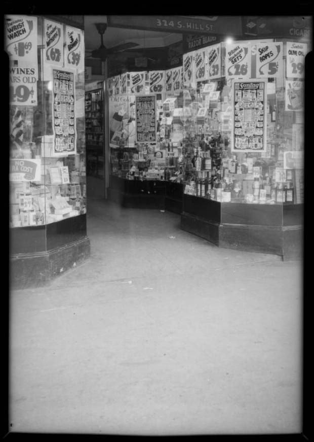 Entrance_to_Sontag_Drug_Store_324_South_Hill_Street_Los_Angeles_CA_1935_image_1