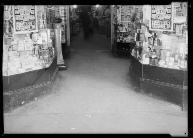 Entrance_to_Sontag_Drug_Store_324_South_Hill_Street_Los_Angeles_CA_1935_image_2